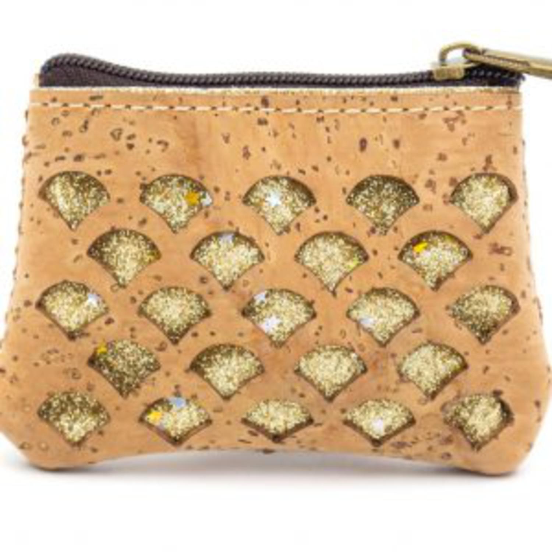 Majhna denarnica iz plute okrašena z zlato sijočo tkanino