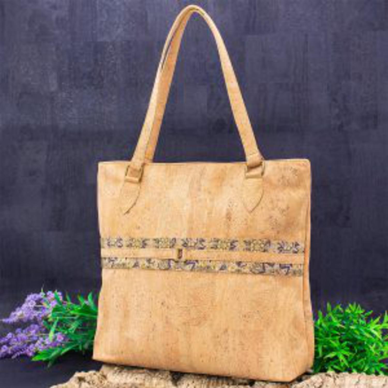 Prostorna ročna torbica